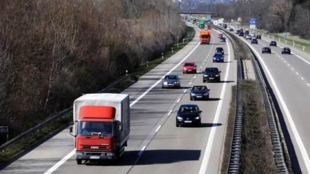 危险品运输车辆未按规定悬挂、喷涂...
